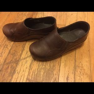 Dansko brown clogs sz 37